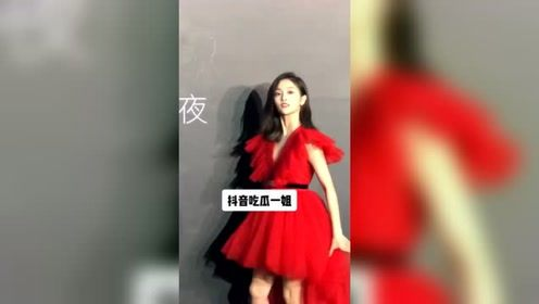 吴宣仪红裙出席活动,少女也太飒了!