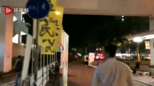 香港反对派组织成员在街头拉票,被市民反复质问