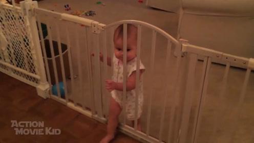 爸爸安好护栏安全门,下一秒却眼睁睁的看着小娃出来了,都看懵了