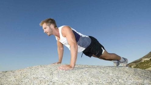 只做俯卧撑能练胸肌?小伙因身体差练俯卧撑5年,身材却瘦弱无比!