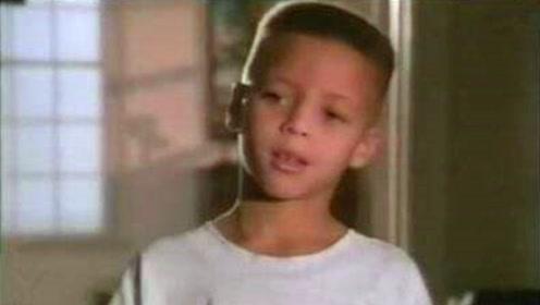 从小就是神射手!库里幼儿时期球都运不好,但总能投进三分