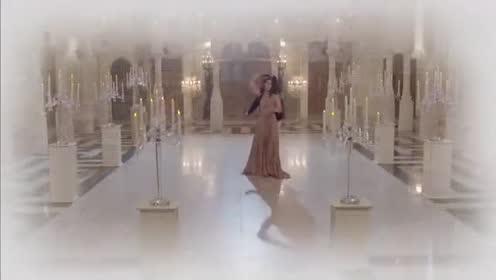 泰剧:少校带着公主在宫殿浪漫跳舞 两人非常开心浪漫一吻!