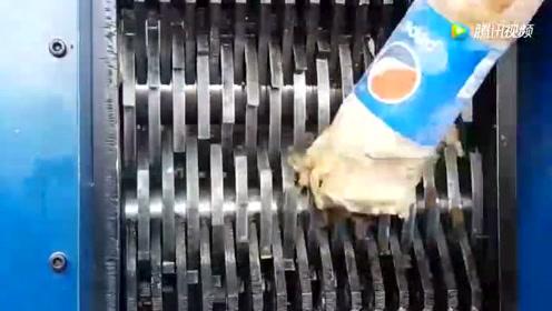 可乐冷冻后放进撕碎机,莫名其妙的很舒服
