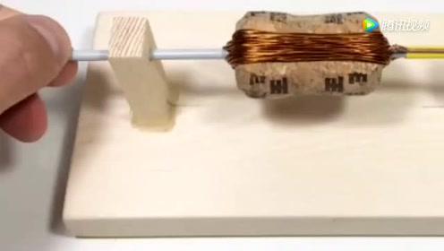 牛人演示电动机原理,2块磁铁一捆铜线,普通人也能造出来
