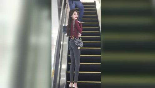 商场扶梯上遇到的漂亮姑娘,转身微笑那一刻,真希望时间能停在这一秒