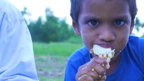印度大户人家,将2000只螃蟹一起烹饪,隔壁的小孩看到要馋哭