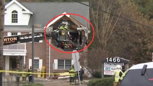 美国一跑车冲进商业楼二层:外墙撞出一个大洞 车内2人当场死亡