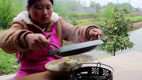 """胖妹最会吃内脏!1斤猪肝做""""土匪猪肝""""吃,米饭一定要管够!"""