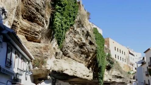 堪称最危险的村庄,被巨石压了600年,下雨出门都不用打伞!