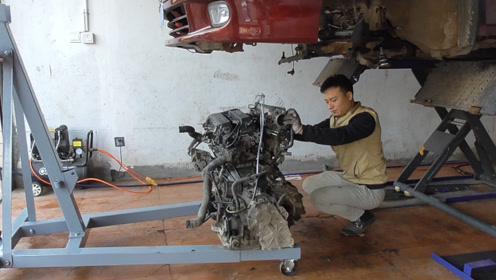 阳光尼桑发动机终于修好了,看我们是如何把它吊上车的