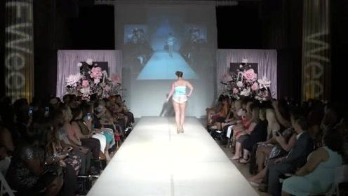 淡蓝色连衣裙,大尺码模特出场,绝对是全场焦点