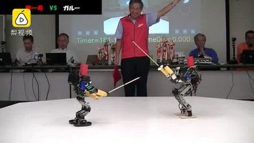 魔性!日本举办机器人剑道大会,参赛者摔下台还横着走