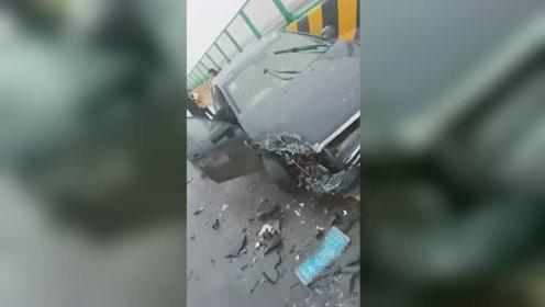 司机边开车边拍车祸 下一幕自个悲剧了