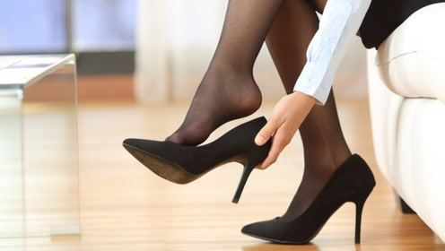 女性长期穿高跟鞋,身体会有哪些危害?看完默默脱掉了它!