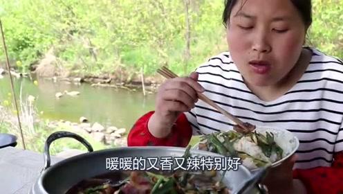 回锅肉没有辣椒不过瘾,胖妹1斤辣椒下锅太呛人,出锅一碗米饭吃不够