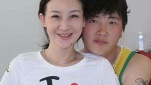孙楠前妻买红妹近照,穿公主裙49岁笑容甜美,与50岁孙楠似两代人