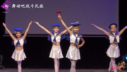 """俄罗斯小女孩跳""""水兵舞"""",精致的脸庞好像""""芭比娃娃"""""""