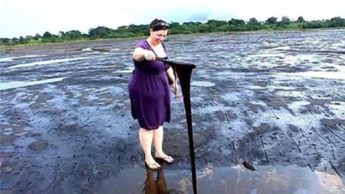 世界最奇怪的湖,没有一滴水却深不见底,人还可以在上面行走