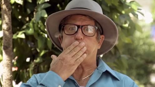 餐厅禁止吸烟!为了躲避服务员老大爷将烟塞进嘴里,结果烟从耳朵里冒出