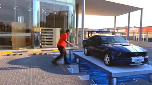 3D绘画太逼真,车子的主人为了到车旁边,做了一个搞笑的举动