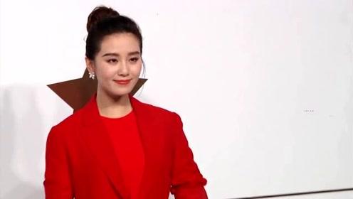 刘诗诗一袭白色纱裙亮相红毯仙气十足 笑谈与朱一龙合作很开心