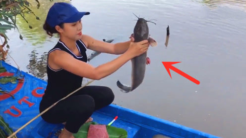 农村妹子为了钓鱼下了血本,用2斤牛肉野河钓鱼,看到收获乐坏了