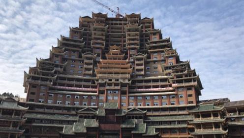 """贵州大山里的""""神秘豪宅"""",24层高达99.9米,走近一看太壮观了"""