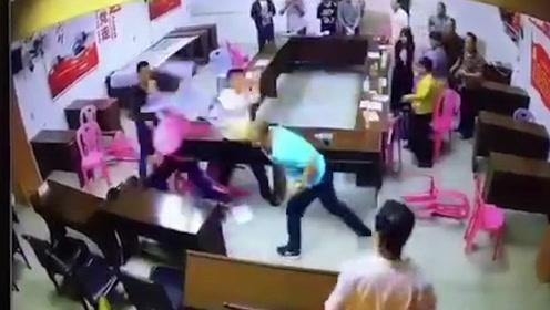 潮州某村开会时两名村干部互殴 拿椅子互砸对方 警方、纪委已介入