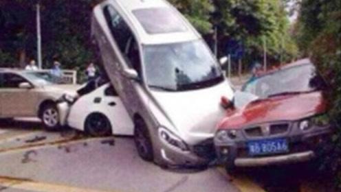 好淡定!行驶的客车突然轮胎脱落,冲着男子飞奔而去!