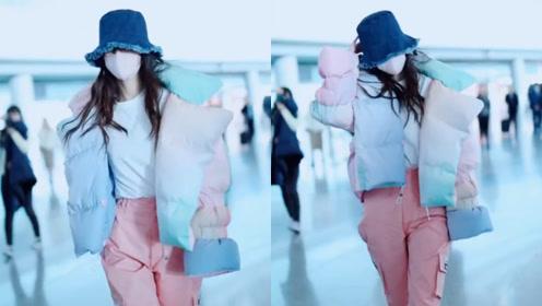 把棉被穿出来了?baby现身机场,穿棉花糖色羽绒服走出超模步伐