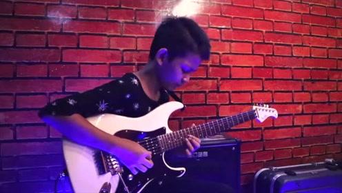小男孩电吉他演奏《我会原谅你》吉他音色很好听