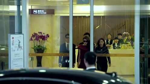 御姐归来:千金小姐坐飞机回家,戴墨镜穿大红裙,豪宅是标配
