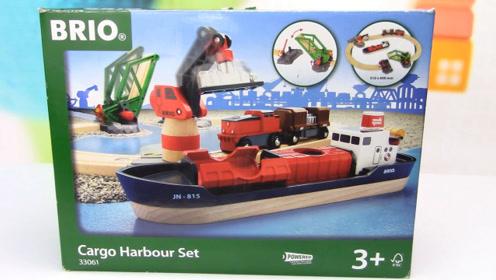 港口BRIO电动火车轨道铺设完成,大货轮通过升降大桥出港