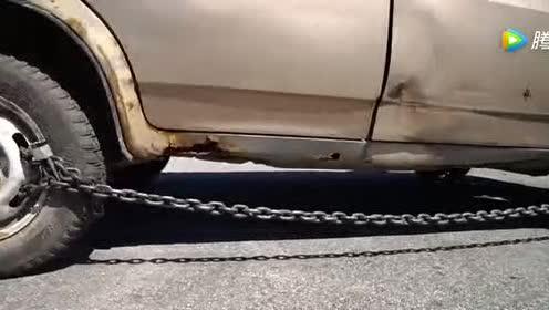 老外作死把汽车前后轮锁在一起!一脚油门下去4S店也救不了你