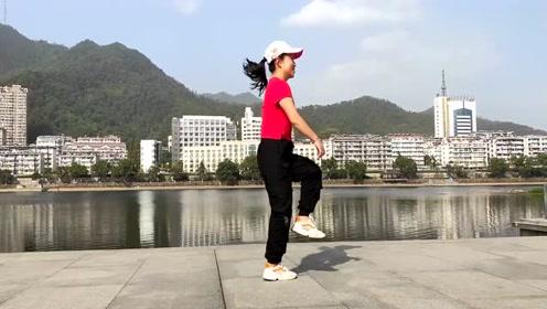 潘长江一首《过河》配上鬼步舞飘逸的舞步,完美!看了好几遍,爱了爱了!