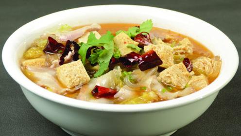 白菜炖豆腐,先炒白菜还是先炖豆腐?都不对,大厨这样做,比肉香