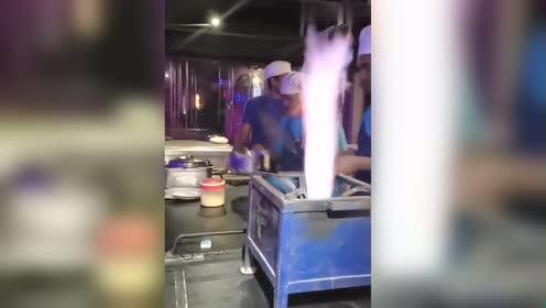 印度飞饼的正确做法!好不好吃不知道!烫手是肯定的了!