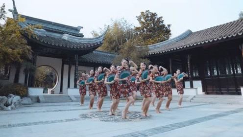 人间女子带来一支《广寒宫》,嫦娥舞如此美妙!