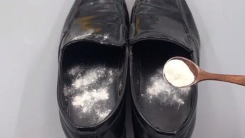 鞋子汗臭不用洗,脱鞋以后撒一勺,再也不怕鞋臭了,全家人都夸好