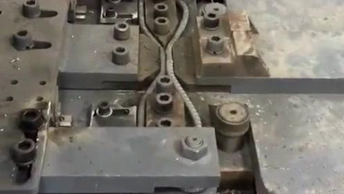 工厂大哥负责看护这个机器,最后的焊接一定要闭眼,不然眼睛受不了!