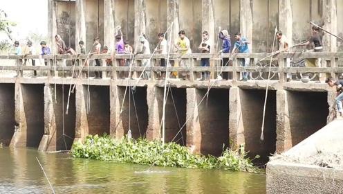 印度村民独特的捕鱼工具,走进一看让人大开眼界