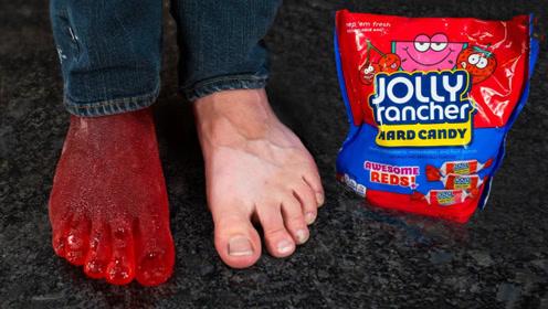 外国小哥突发奇想,用糖水制作脚模,成品简直太惊艳了!