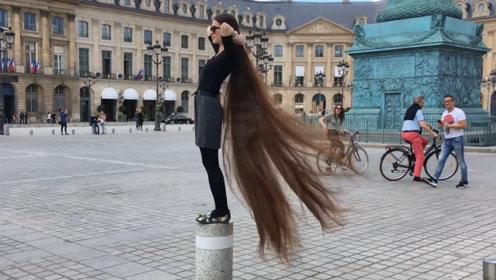 """现实版""""长发公主"""",头发已超过身高,如今靠它养活自己!"""