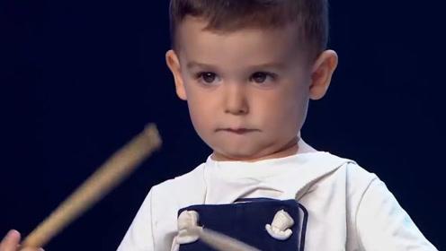 """国外达人秀惊现""""最小""""表演者,年龄仅仅只有3岁,不仅技艺高超还非常萌!"""