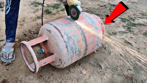 """煤气罐内部究竟是什么样的?老外作死切开,下一秒""""意外""""发生了"""