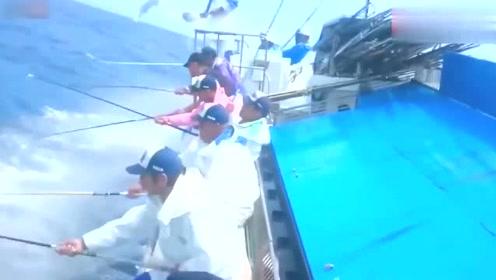钓鱼还带这样操作的,这是开挂了吧?
