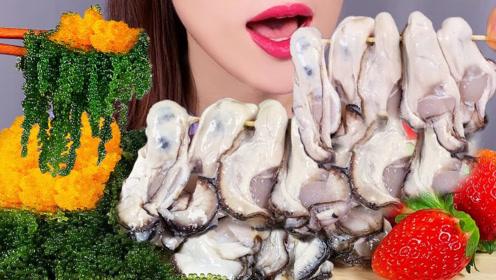 肉肥味美的生蚝,搭配鱼子、海葡萄一起吃,视觉和味觉的双重享受