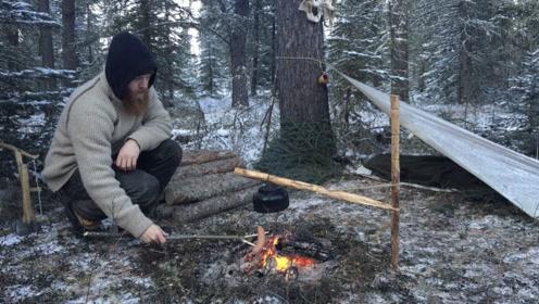 冰天雪地大叔徒步丛林,搭建帐篷生堆篝火煎牛排,网友:我也想去