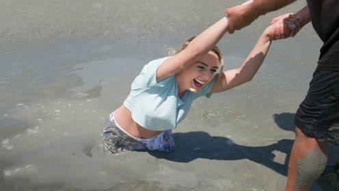 不小心陷进流沙该如何自救?老外实地亲测,看完再不怕流沙了!