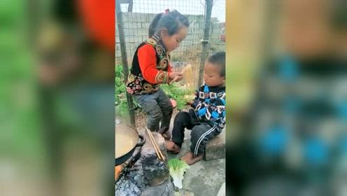 农村的孩子早当家,小小年纪就自力更生了,心酸!